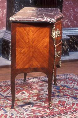 An image of Commode